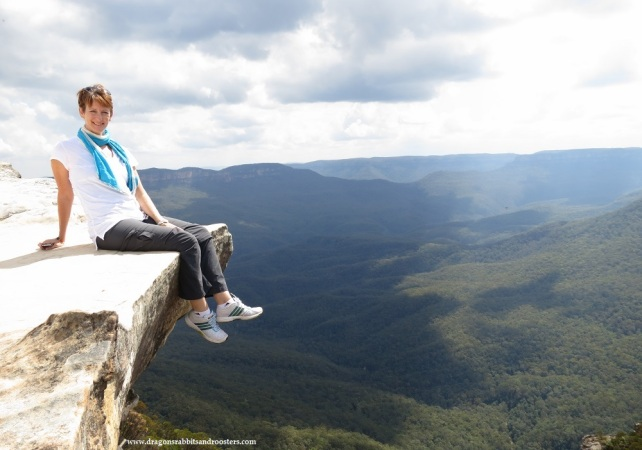hanging over the edge blue mountains australia by evathedragon 2013