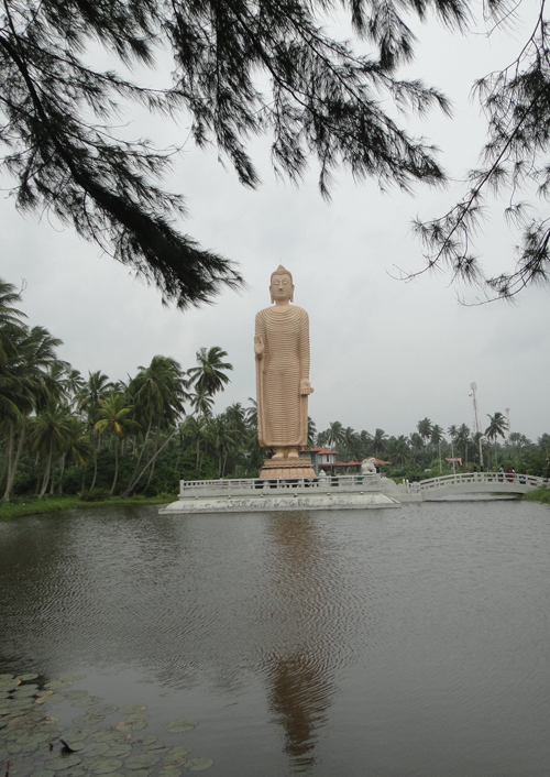 Buddha in Sri Lanka to give hope for the mental and spiritual relief for December 2004 Tsunami victims