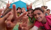 zaatari refugees girls saying peace