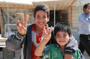 zaatari two boys peace sign